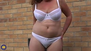 Mum solo orgasm in the garden