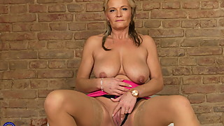 Wife and mom Margaux with amazing big saggy tits