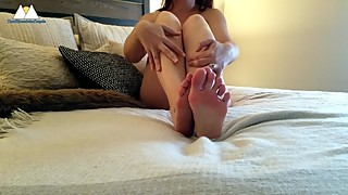 Sexy wife gives herself a slow oily foot rub