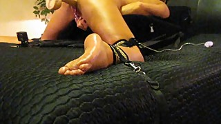 MILF WIFE ORGASMS AND SQUIRTS WHILE MASTURBATING AND FUCKING MACHINE