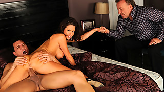 Stud Makes Wife Veronica Avluv Squirt
