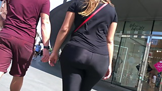 HUGE, PHAT & THICK ASS IN LEGGINGS
