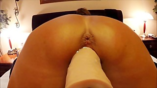 POV CLOSE UP OF WIFE STRETCHING HERSELF AROUND HUGE DILDO MACHINE - ORGASMS
